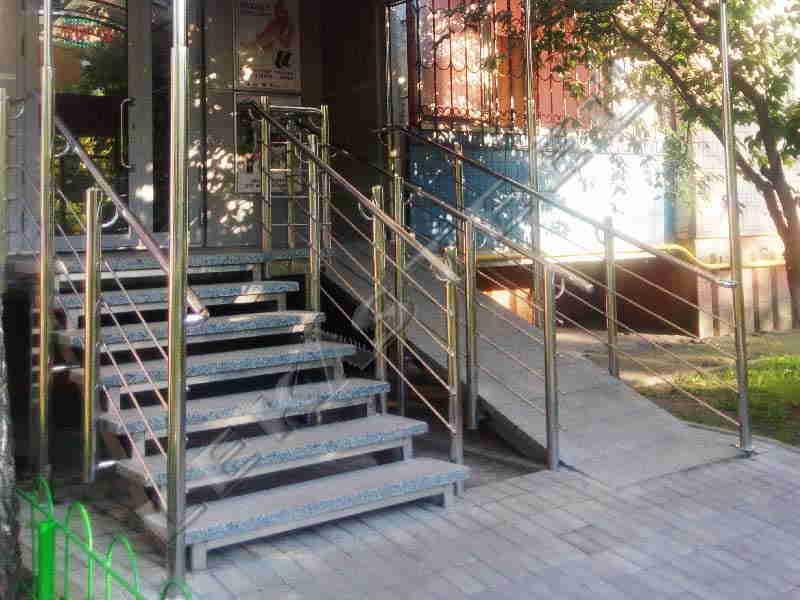 перила на сходи на вулиці, перила Киев, перила из нержавейки Киев, ціни на перила