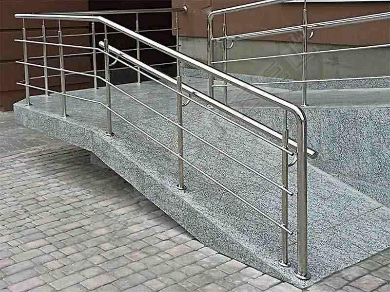 Пандус для інвалідів. Поручні для пандуса. Перила на пандус