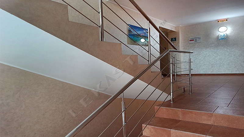 перила, поручни, лестница в доме, цены на перила